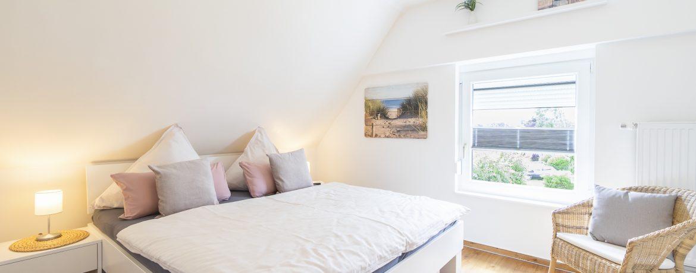 Schlafzimmer  Bett 180x200, TV, Schrank