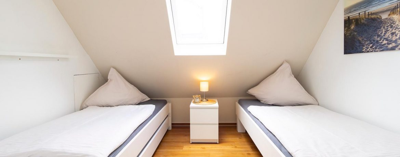 2. Schlafzimmer mir 3 Betten 90x200 (Stapelbett)